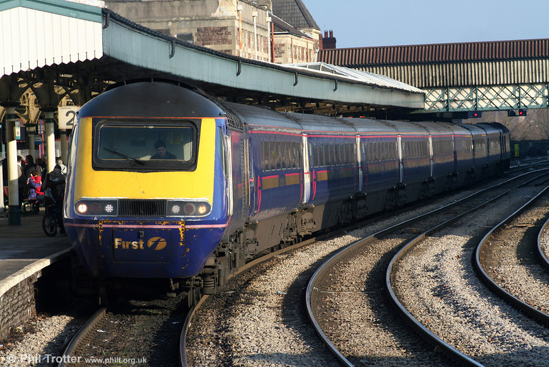 A London Paddington to Swansea service calls at Newport on a sunny 28th December 2005.