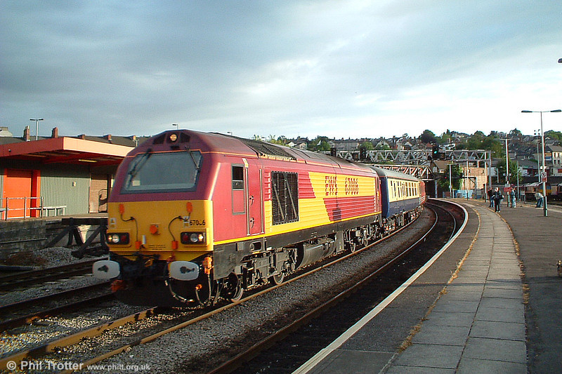 Before it became a Royal Train celebrity, 67006 passes through Newport with a 'Footex' on 26th June 2005.