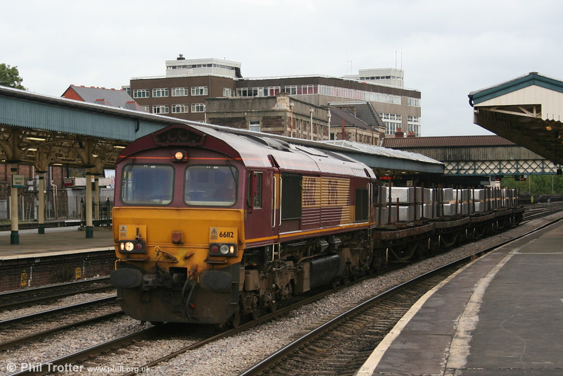 66112 at Newport on26th September 2005 with train 6V49 carrying Aluminium ingots from Teeside to Newport Docks.