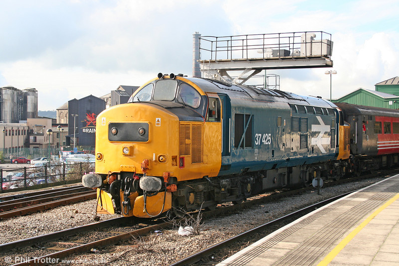 37425 'Pride Of The Valleys/Balchder Y Cymoedd' departs from Cardiff Central on 22nd October 2005.