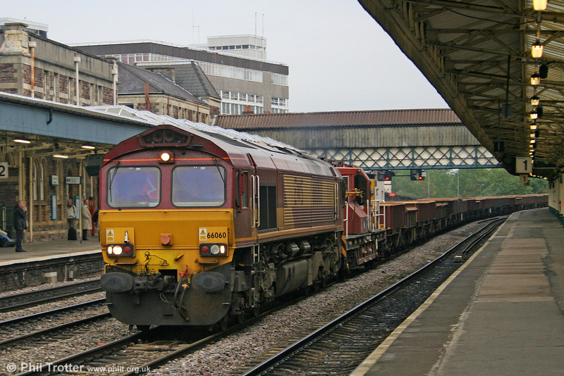 66060 heads through Newport on 18th October 2005.