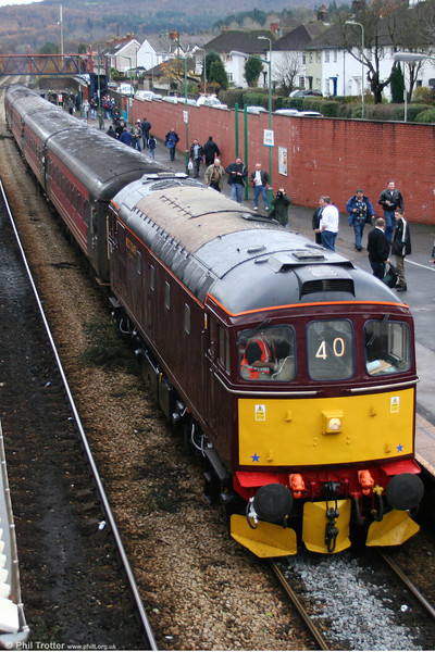 A further view of West Coast Railways 33207 at Caerphilly on 4th December 2005.