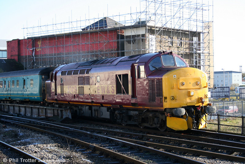 37419 approaches Cardiff Central on 4th December 2005.