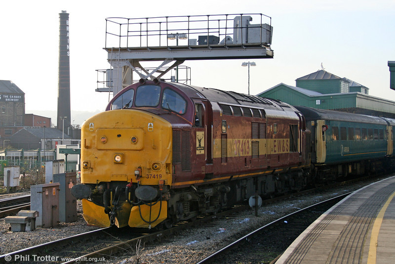 With Brains brewery as a backdrop, 37 419 sets sail from Cardiff Central with the 1259 to Rhymney on 10th December 2005.