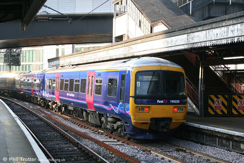 The late afternoon sunshine catches 166220, one of the first class 166s to sport FGW's 'dynamic lines' livery as it leaves Paddington at the rear of the 1633 stopping service to Reading on 18th October 2006.