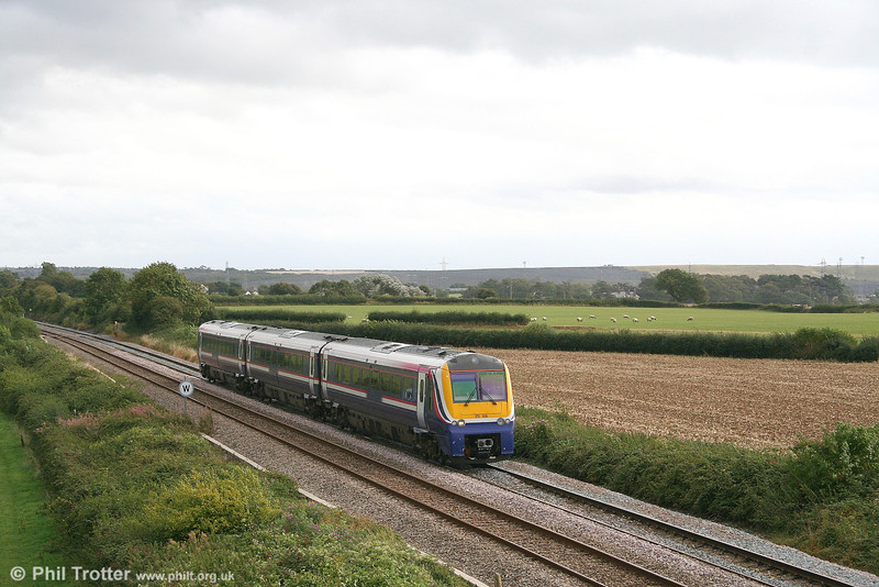175108 passes St. Athan with the diverted 0834 Manchester Piccadilly to Milford Haven on 2nd September 2006.