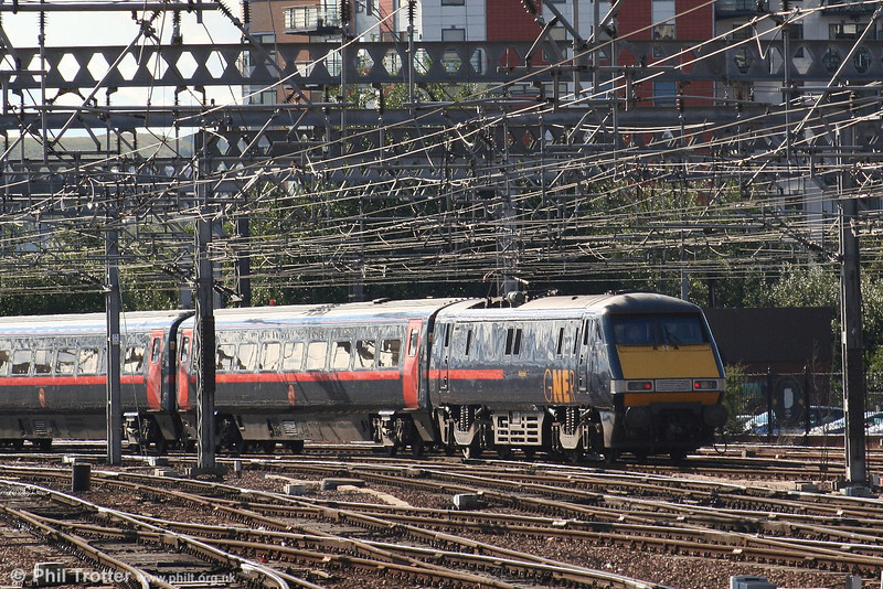 GNER class 91 no. 91115 'Holyrood' powers the 1605 Leeds - King's Cross away from Leeds on 7th September 2006.