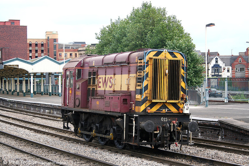 EWS 09015 runs light through Newport returning to Alexandra Dock Junction on 4th August 2006.