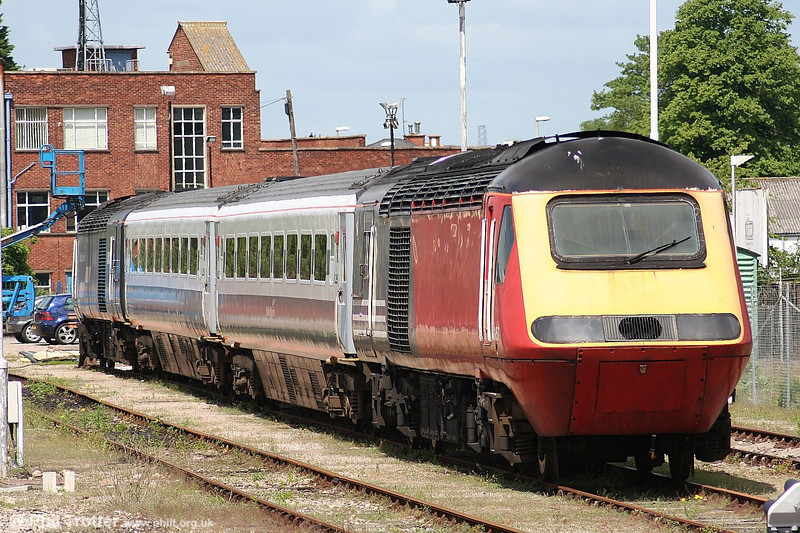 Cotswold Rail's 43157, still in Virgin red, at Gloucester on 28th May 2006.