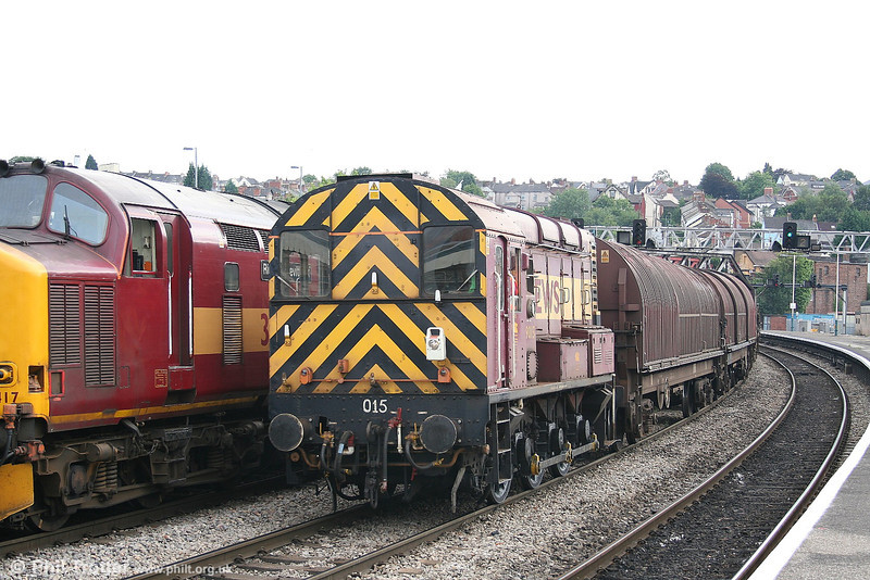 Classic traction at Newport: 09015 with the afternoon Newport Docks to Llanwern empties passes 37417 on 4th August 2006.