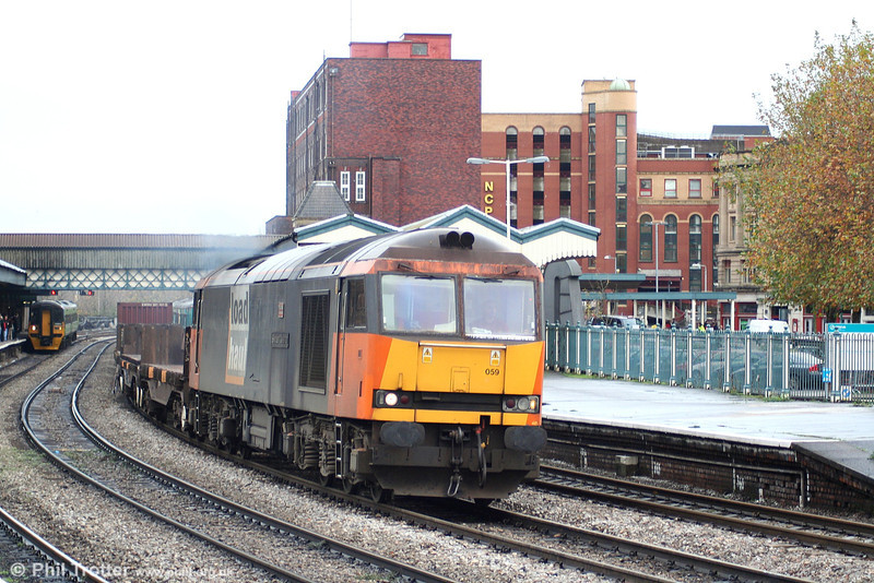 60059 'Swinden Dalesman' in Load Haul livery at Newport on 25th November 2006.