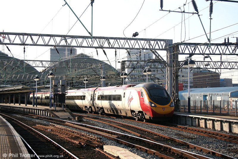 390046 'Virgin Soldiers' leaves Manchester Piccadilly with the 1645 for London Euston on 9th September 2006.