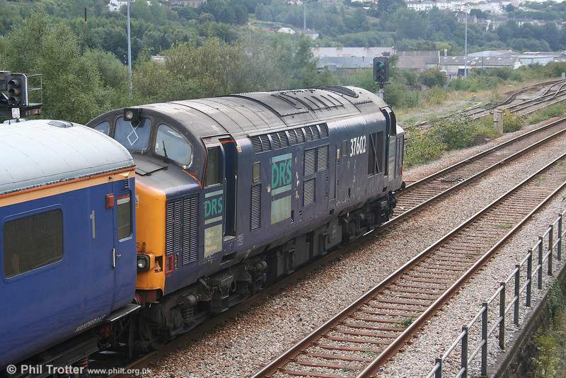DRS 37602 gets the road into Swansea at Loop East with Serco test train 1Z14 on 13th September 2006. It is worth recalling that the 37/6 sub class would have become regular visitors to Swansea, had the Paris/Brussels - Kensington Olympia - Plymouth/Swansea 'Nightstar' services come to fruition.