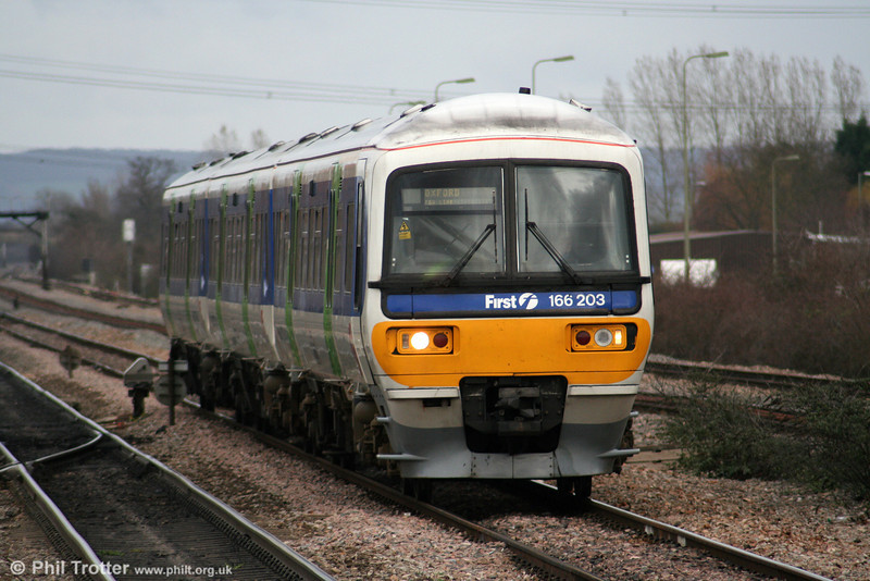 FGW 166203 approaches Didcot with a London Paddington to Oxford stopping service on 28th March 2006.