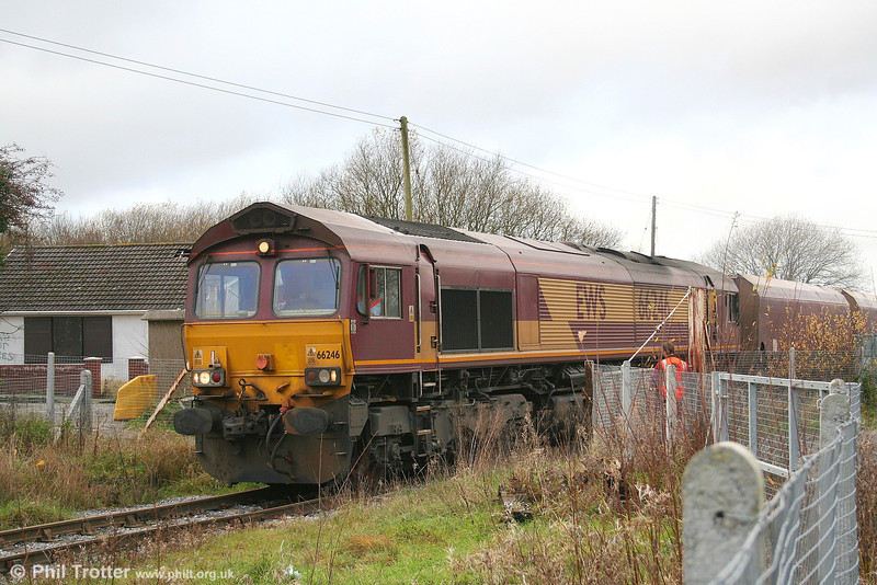 66246 negotiates the level crossing at Hirwaun on 27th November 2006 with 6C45, 1054 Tower Colliery to Aberthaw Power Station.