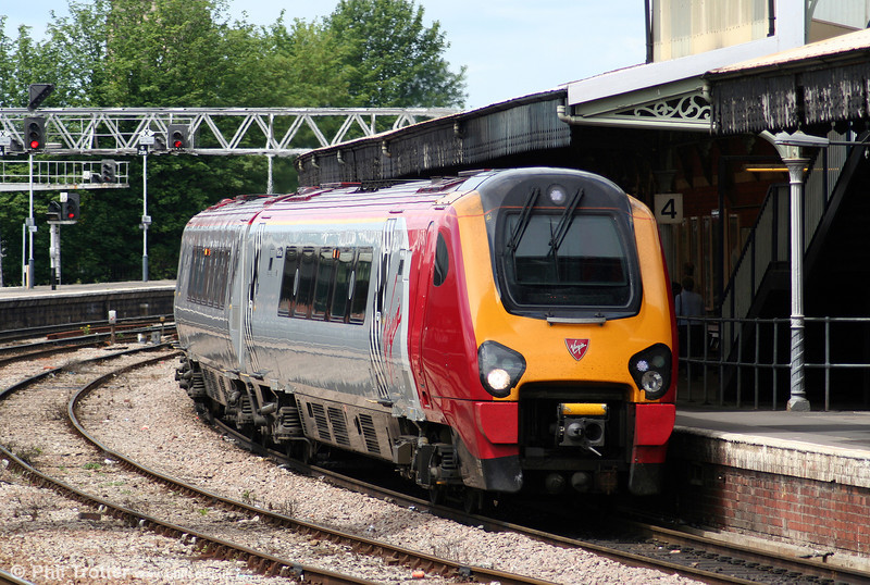 221106 'Willem Barents' with a diverted Virgin Cross Country service at Gloucester on 28th May 2006.