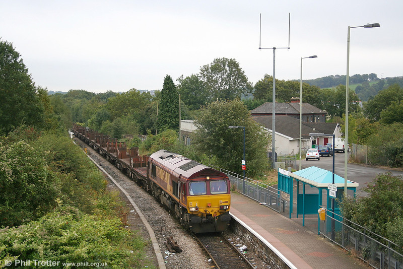 EWS 66250 arrives at Tondu on 17th September 2006 with the diverted 6H32, the 1040 Llanwern - Margam steel empties.