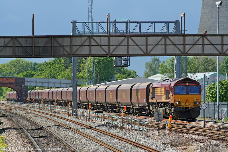 66186 at Didcot with coal for Didcot Power Station on 29th May 2006.