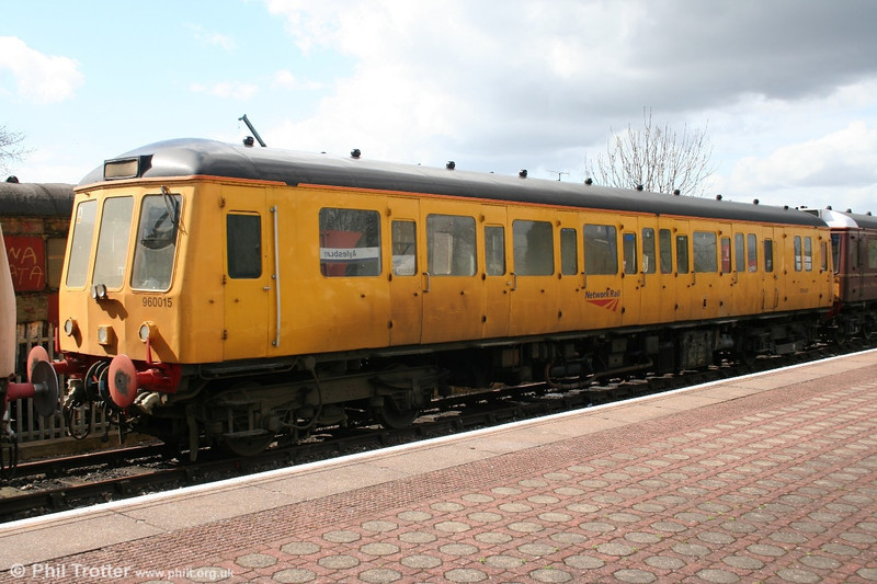 Another Sandite unit is 960015 (55019) in Network Rail livery at Aylesbury on 28th March 2006.
