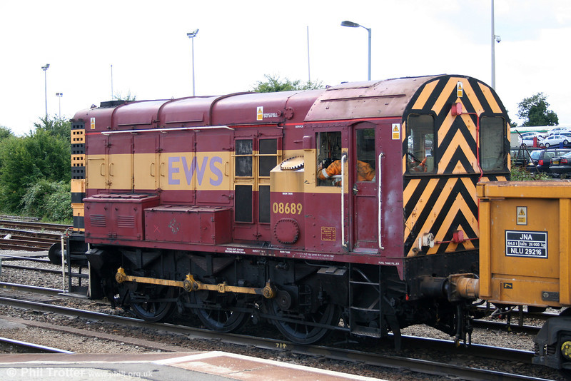 A second shot of 08689 at Westbury on 2nd August 2006.