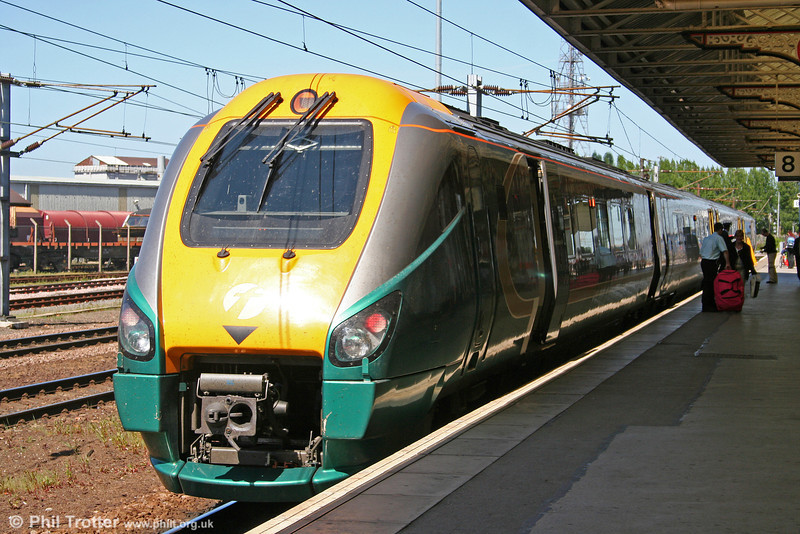 A Hull Trains Class 222 calls at Doncaster on 30th April 2007.