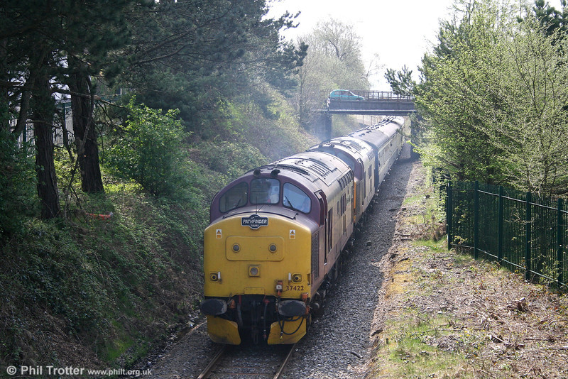 37422 and 37410 bring up the rear of the 'Principality Freighter' at Seven Sisters as it returns from Onllwyn to Neath & Brecon Junction before proceeding to Cwmgwrach on 14th April 2007.