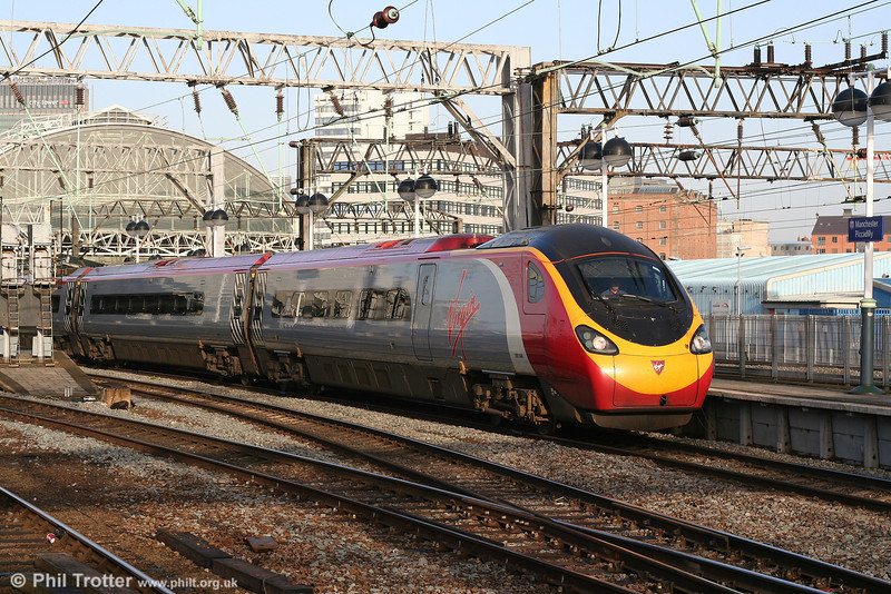Pendolino 390046 'Virgin Soldiers' leaves Piccadilly with the 0815 Manchester - London Euston on 9th March 2007.