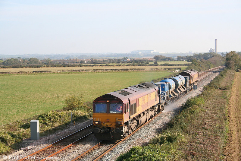 Autumn means that the RHTT workings are once again back on the network, although many run during the hours of darkness. 66158 passes St. Athan heading one of the workings which can be photographed in the daytime; 3J59, 1120 East Usk to Bridgend on 21st October 2007. 66217 is at the rear.