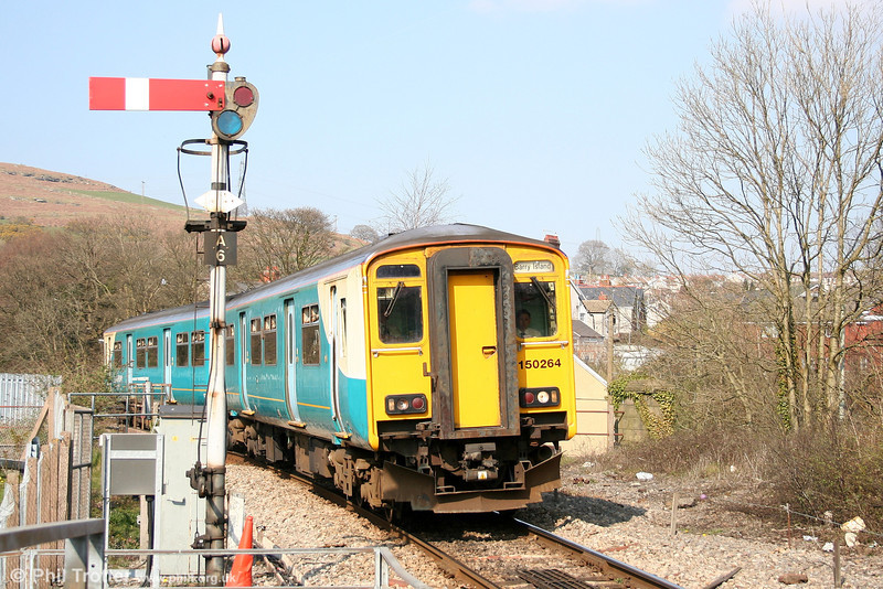 150264 slows for Abercynon North, forming the 1522 Aberdare - Barry Island on 7th April 2007.