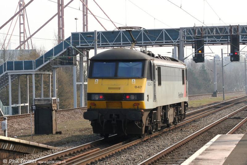 Freightliner's 90047 runs light through Birmingham International towards Coventry on 28th March 2007.