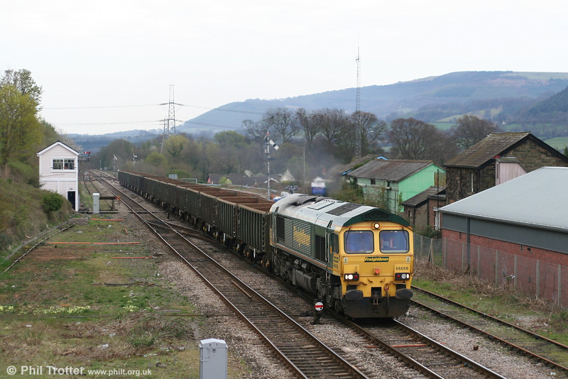 66606 rumbles through Abergavenny with 6Z98, 1607 Cardiff Tidal - Beeston scrap empties on 9th April 2007.