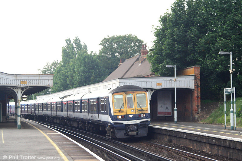 FCC 319 441 in its drab Thameslink livery passes through Purley with the 1407 Brighton to Bedford service on 9th June 2007.