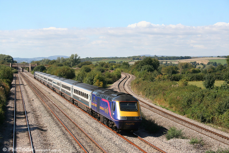 43189 'Railway Heritage Trust' at Llandevenny with the on-hire MML set, forming the 1230 Swansea to London Paddington on 15th September 2007.