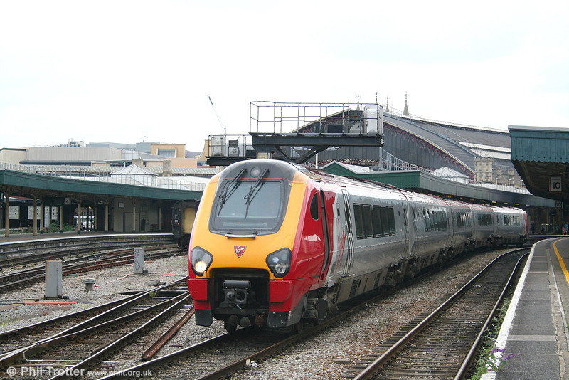 VXC 221135 'Donald Campbell' leaves Bristol Temple Meads with a Gloucester to Newquay service on 21st July 2007.