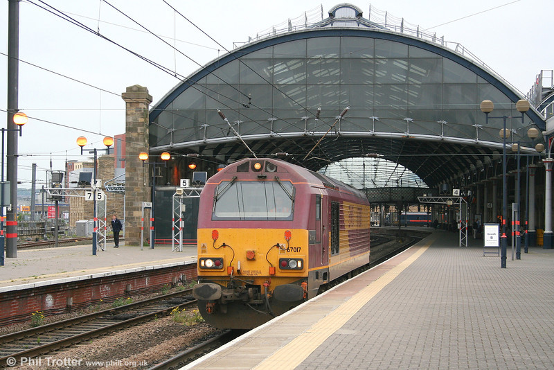 67017 'Arrow' runs light through Newcastle on 4th May 2007.