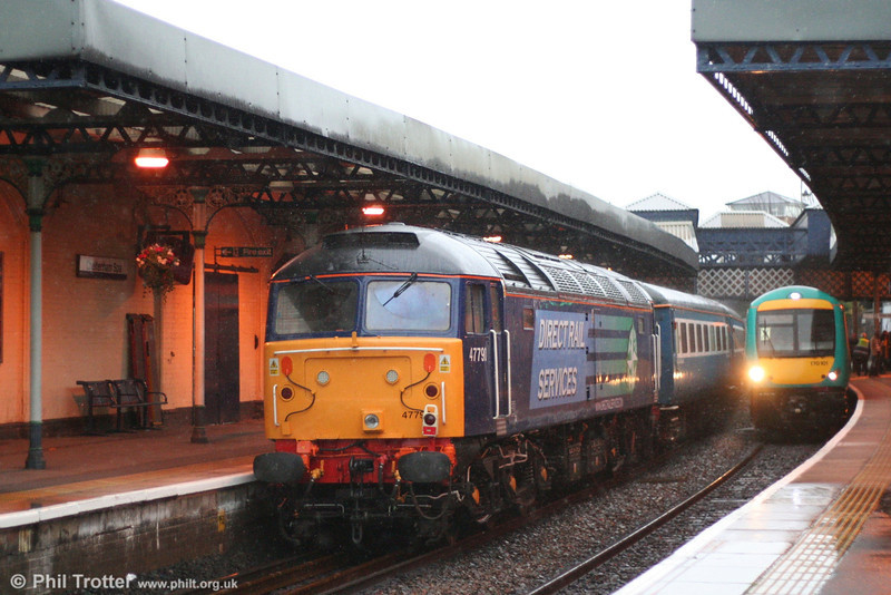 DRS 47790 brings up the rear of 1Z55, 0724 Tonbridge to Worcester on 1st December 2007.