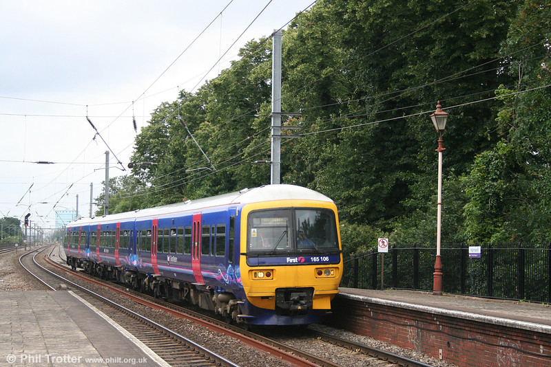 FGW 165106 at Hanwell with a service from Reading to Paddington on 5th July 2007.