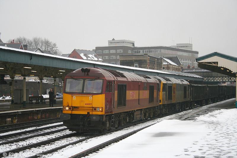 60097 'ABP Port of Grimsby & Immingham' hauls dead 60034 'Carnedd Llewellyn' at Newport on 10th February 2007.