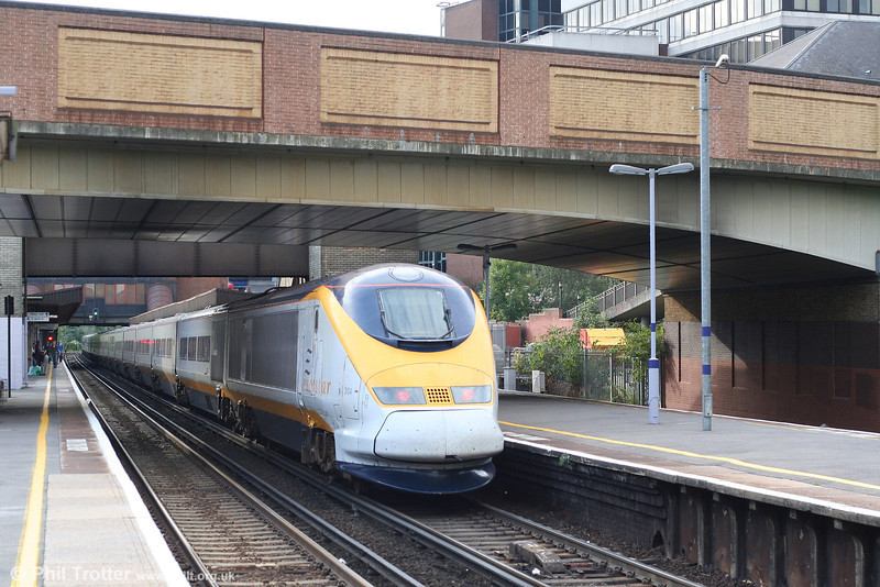 Eurostar 3104 brings up the rear of 9039, 1519 Paris Gare du Nord to London Waterloo International at Bromley South on 22nd September 2007.