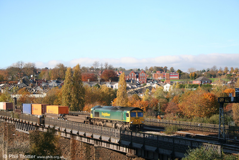 FL 66578 crosses the River Usk Viaduct at Newport with 4O51, 1002 Wentloog to Southampton Millbrook Freightliner on 2nd November 2007.