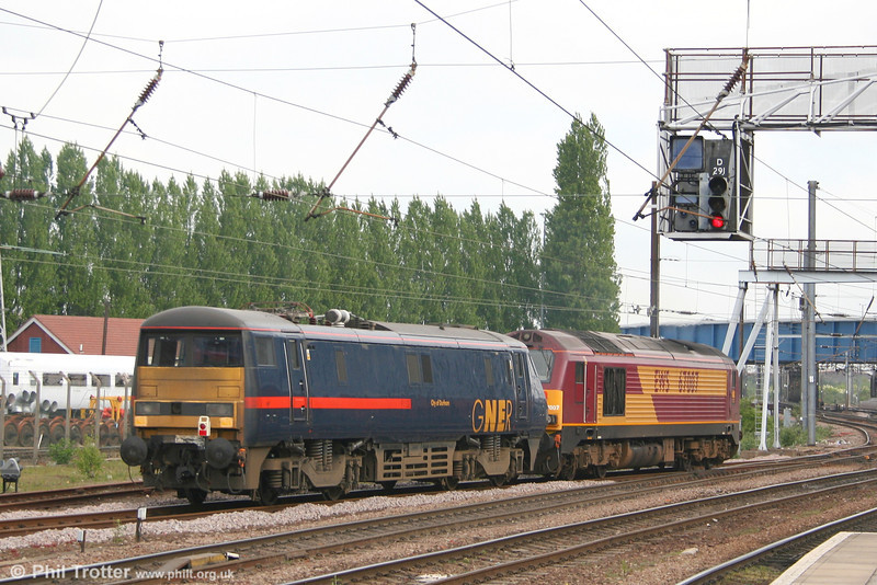 The 'blunt' end of a class 91 which you don't normally see in everyday service; the Doncaster 'thunderbird' loco 67007 shunts 91132 'City of Durham' at Doncaster West Yard on 2nd May 2007.