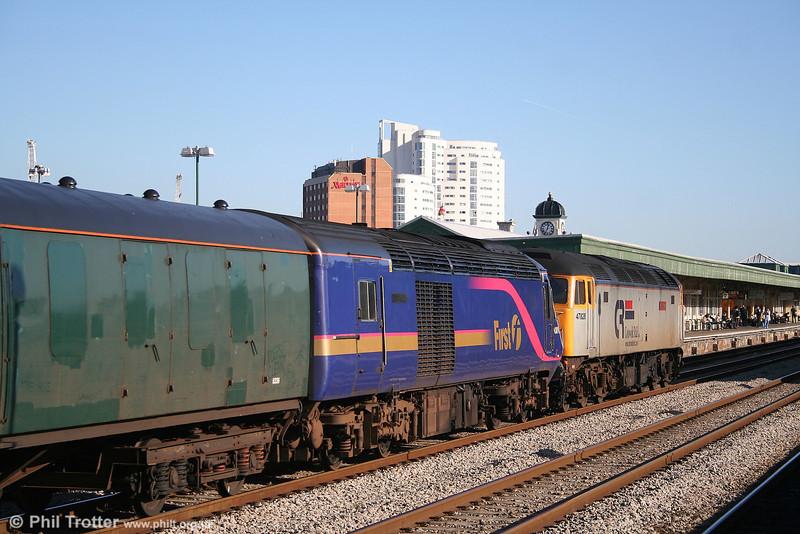 CR 47828 'Joe Strummer' heads through Cardiff with FGW's 43018 en route for Loughborough, 3rd February 2007.