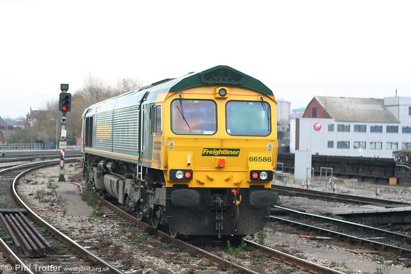 Freightliner 66586 awaits clearance to run back to Kingsland Road stabling point at Bristol Temple Meads on 17th November 2007.