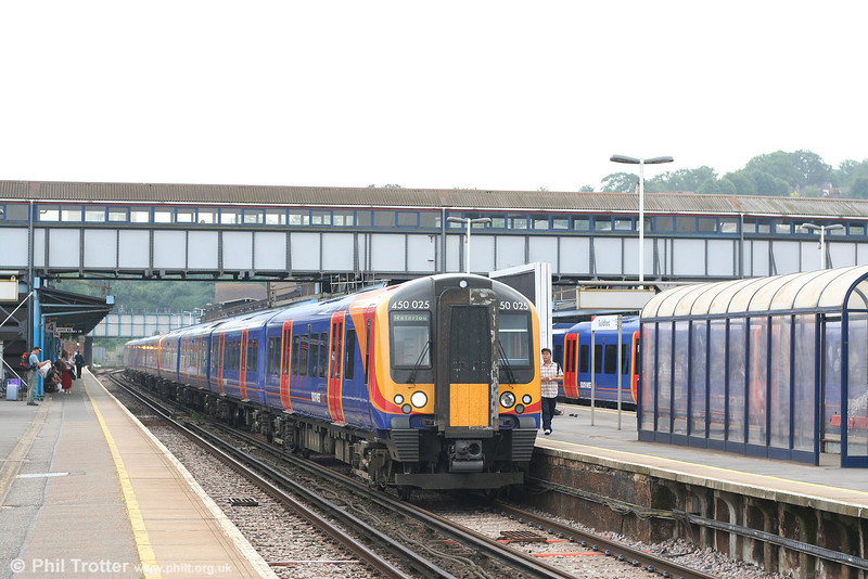 SWT 450 025 calls at Guildford with the 1639 Haslemere to London Waterloo on 9th June 2007.