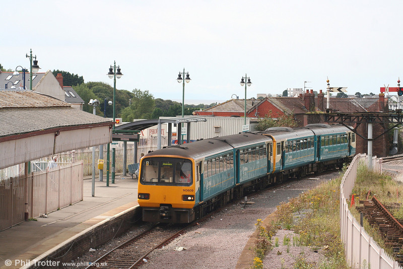 143609 and a class 142 unit arrive at Barry Island forming the 1122 service from Aberdare on 26th August 2007.