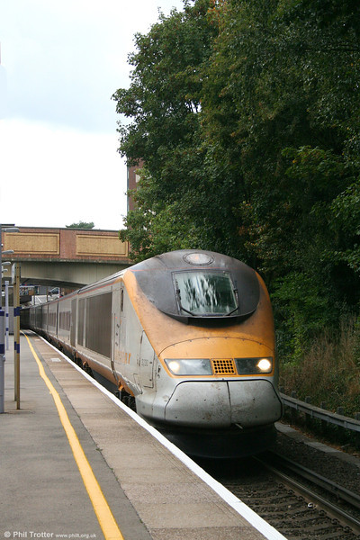 Not exactly making good use of its high speed capability, work-stained Eurostar 3230 crawls through Bromley South with train 9138, 1413 Waterloo International to Brussels Midi on 22nd September 2007.