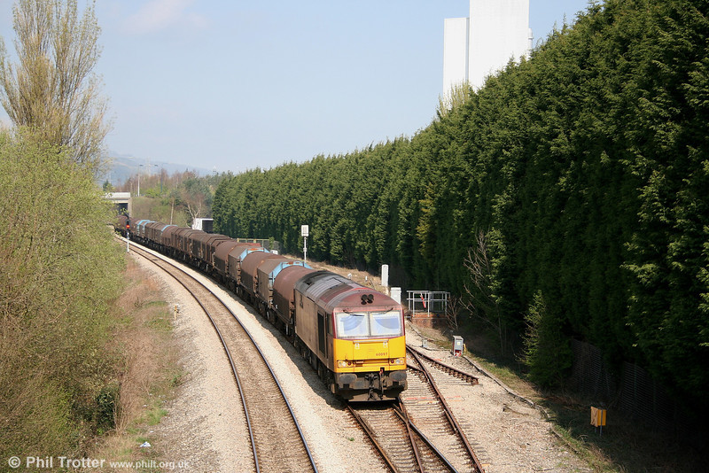 60097 'ABP Port of Grimsby & Immingham' approaching Cwmbran with 6V75, 0930 Dee Marsh - Margam empty steel on 9th April 2007.