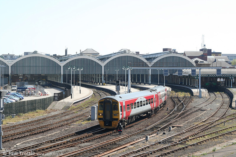 There can be no better reason for visiting Hull than to see the magnificent Hull Paragon station. Built in 1848 and enlarged in the 1900s, this really is a gem in the UK rail network. 158902 leaves with the 1105 departure for York on 1st May 2007.