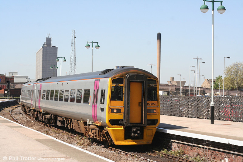 Northern was quick to snap up class 158 units taken off lease from other operators, enabling some unpopular class 142 units to be withdrawn. 158859 clearly shows its Wessex/FGW origins as it arrives at Hull forming the 1041 Sheffield to Bridlington on 1st May 2007.