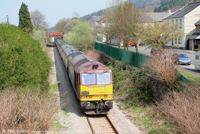 60038 'Avesta Polarit' at the rear of the 'Principality Freighter' to Cwmgwrach at Resolven on 14th April 2007.